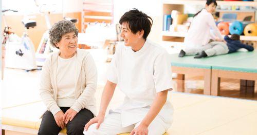 無資格でも取得できるレクリエーション介護士とは?費用や難易度を解説